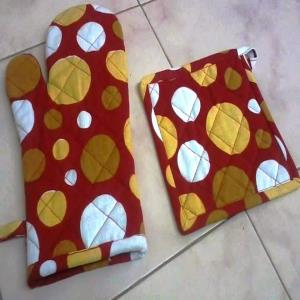 Kitchen Glove & Pot Holder Stock